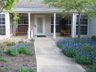 Arden Courts Alzheimer's Assisted Living in Austin, Texas - Side Courtyard