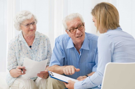 Couple meeting with Geriatric Care Manager